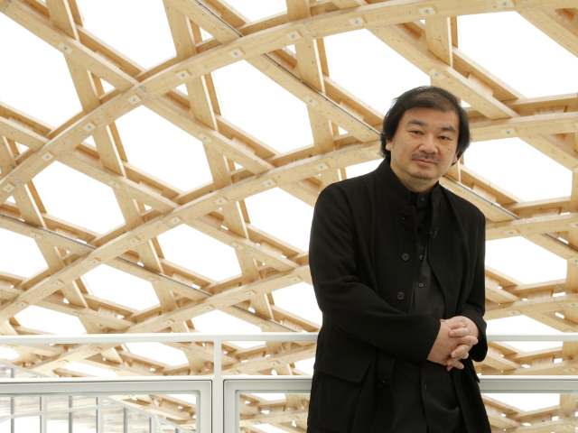 Japanese architect Shigeru Ban bij Centre Pompidou-Metz. Foto: Benoit Tessier / Reuters