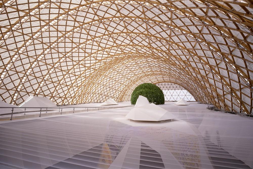 Japans paviljoen van Sihgeru Ban voor Expo 2000 in Hannover (foto Hiroyuki Hirai)
