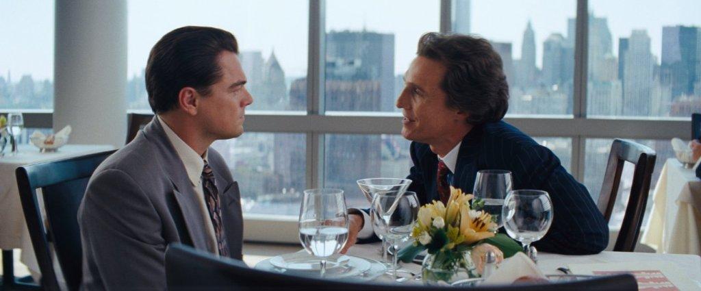 DE scène uit The Wolf of Wall Street