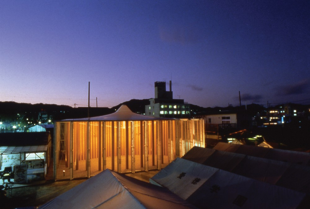Ontwikkelingswerk: Paper Church in Kobe (1995, foto Hiroyuki Hirai)