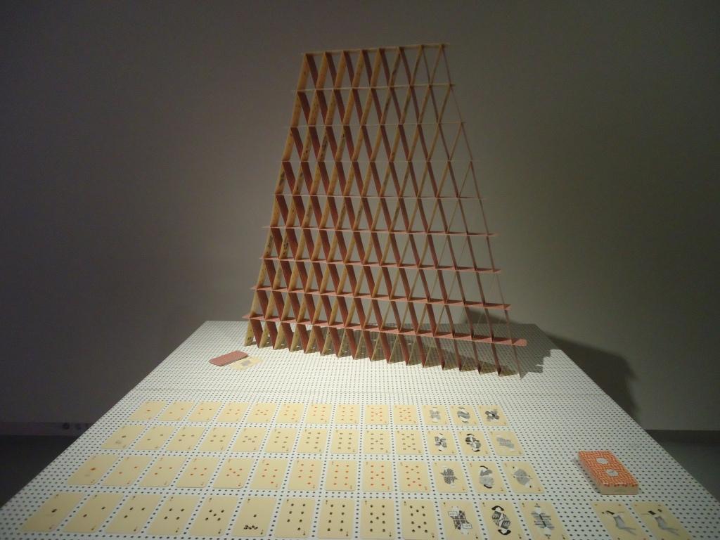 Zaalzicht tentoonstelling Prima Materia van Studio Formafantasma