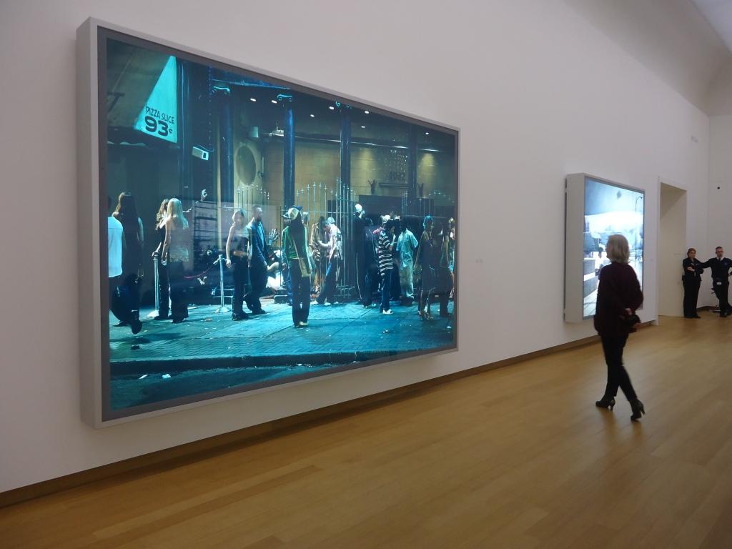 Zaalzicht Jeff Wall in het Stedelijk